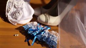 Liga azul de la boda con el cordón blanco metrajes