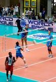 Liga del mundo del voleibol: Italia contra Cuba Imagen de archivo