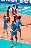Liga del mundo del voleibol: Italia contra Cuba Imagenes de archivo