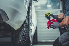 A liga do carro roda a limpeza fotografia de stock