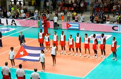Liga do mundo do voleibol: Italy contra Cuba fotos de stock