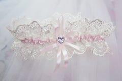 Liga nupcial blanca de la boda hermosa Día de boda Imagen de archivo