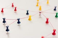 Ligando entidades monotone Trabalhos em rede, meio social, SNS, sumário de uma comunicação do Internet Rede pequena conectada a u fotografia de stock royalty free