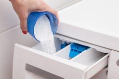 Ligando a máquina de lavar imagens de stock