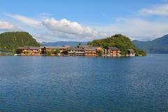 Lige ö i Lugu sjön, Yunnan, Kina Fotografering för Bildbyråer