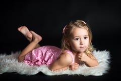ligga för flicka Royaltyfri Fotografi
