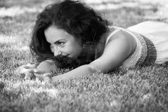 ligga för gräs Arkivfoto