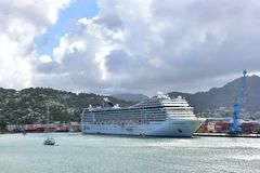 Liggande Antigua för MSC Poesia Royaltyfria Foton