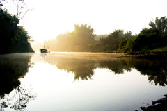 Liggande av floden royaltyfri fotografi