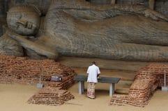 Liggande Buddha i Polonnaruwa Royaltyfri Foto