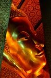 Liggande buddha skulptur Royaltyfri Foto