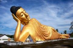 Liggande Buddhastaty Royaltyfri Bild