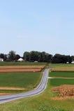 Liggande för Amish landslantgård Arkivfoto