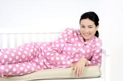 liggande le kvinnabarn för sovrum royaltyfri foto
