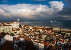 liggande lisbon Fantastiska moln portugal royaltyfri bild