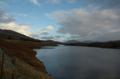 liggande Loch Ness scotland Arkivbilder