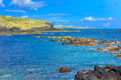 Liggande med rocks, skyen och havet. Royaltyfri Foto