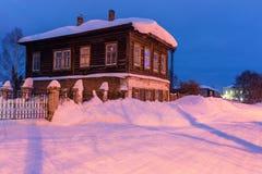1 liggande romania Byggnader efter solnedgång upp nord på julafton Arkivbild
