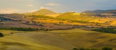 liggande tuscan Härlig Tuscan morgon Royaltyfria Bilder