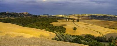 liggande tuscan Härlig Tuscan morgon Arkivfoton