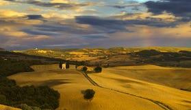 liggande tuscan Härlig Tuscan morgon Royaltyfri Bild