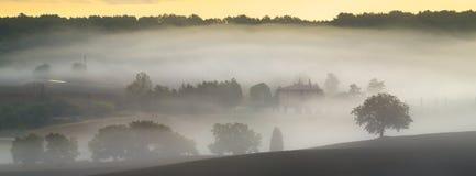 liggande tuscan Härlig Tuscan morgon Arkivbild