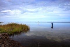 Liggandefiskare Pamlico Sound Hatteras NC Fotografering för Bildbyråer