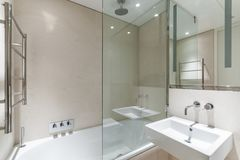 Light bathroom with sandstone tiles Royalty Free Stock Photos