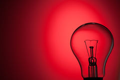 Light bulb on red background Royalty Free Stock Photos