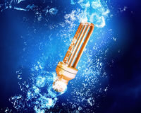 Light bulb under water Royalty Free Stock Images