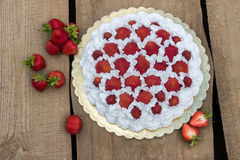 Light, delicate and tasty cream cake with fresh strawberries Royalty Free Stock Photography