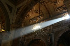 Lightbeam da igreja Fotos de Stock