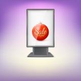 Lightbox preto com a bola vermelha da árvore de Natal e Fotografia de Stock Royalty Free