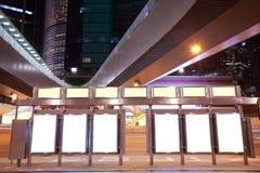 Lightboxes della pubblicità degli ambiti di provenienza dello streetscape del ponte della città di Fotografia Stock