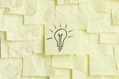 Lightbulb on sticky notes Stock Photos