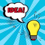 Lightbulb z białym komicznym bąblem z pomysłem na błękitnym tle Komiczni efekty dźwiękowi w wystrzał sztuki stylu również zwrócić ilustracja wektor