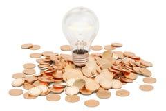 Lightbulb z rozsypiskiem złote monety, 3D rendering Zdjęcia Royalty Free