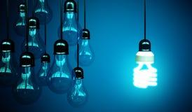 Lightbulbs op blauw stock afbeeldingen