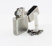 Lighter på överkanten av cigaretter. Royaltyfria Bilder