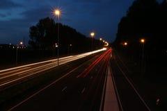 Lightlines en la carretera A20 en la guarida aan IJssel de Nieuwerkerk con alto tiempo de la abertura del obturador y alto diagra Imágenes de archivo libres de regalías