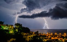 lightning over sea στοκ φωτογραφίες