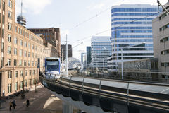 Lightrail nos prinses beatrixlaan em Haia holland Fotografia de Stock
