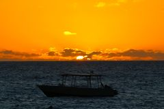 Lights of sunset with a boat, Fiji royalty free stock photos