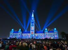 Lightshow лазера на блоке центра парламента вызвало северный l Стоковая Фотография