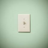 Lightswitch auf blauem Grün Aqua Teal Wall On Lizenzfreie Stockfotos