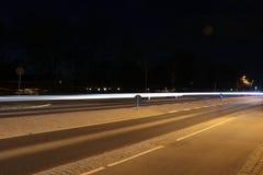 Lighttrails av bilar Royaltyfria Foton