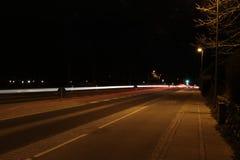 Lighttrails av bilar Royaltyfria Bilder