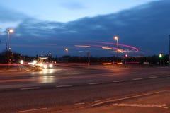 Lighttrails av bilar Royaltyfri Foto