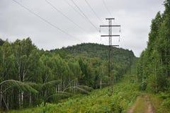 Ligne à haute tension passages Photo stock