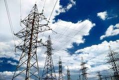 Ligne électrique à haute tension photos stock